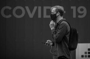 La pandemia también ha desencadenado una oleada de formas innovadoras de comprar y pagar a través de las redes sociales. Foto: EFE.