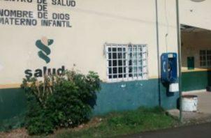 La investigación la efectúan funcionarios del Centro de Salud de Nombre de Dios. Foto: Diómedes Sánchez.