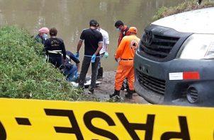 Según los primeros informes el cuerpo fue ubicado en medio de una empalizada en el río, por lo que se presume perdió la vida por inmersión. FOTO/Mayra Madrid