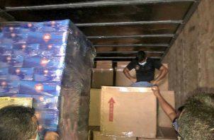 Las cajas donde se encontraron los cigarrillos estaban en medio de otras cajas en las que transportaban licores que tenían como destino un Duty Free en el sector de la frontera de Paso Canoas.