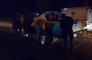 Los primeros informes apuntan a que el conductor perdió el control del auto, impactando contra un objeto fijo para luego volcarse.