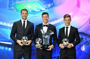 El portero Manuel Neuer (izq.) Lewandowski (cent) y Kimmich. Foto: EFE