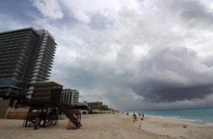La tormenta podría impactar contra la costa de Yucatán a lo largo de este sábado y se sitúe sobre la costa norte de esta península mexicana el domingo. FOTO/EFE