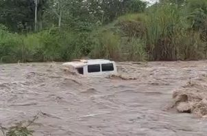 Editar Article Ambulancia es arrastrada por una cabeza de agua en río Ceiba | Panamá América