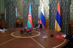 """Las dos partes acordaron además iniciar negociaciones sustanciales"""" a fin de llegar """"cuanto antes"""" a un acuerdo sobre el arreglo pacífico del conflicto, destacó el ministro. FOTO/EFE"""