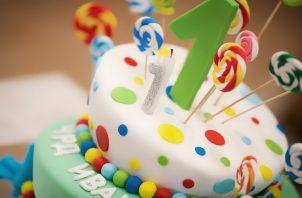 El fondant es una masa hecha de azúcar, agua y grasa que se utiliza para cubrir y decorar pasteles, galletas o cupcakes. Foto: Ilustrativa / Pixabay