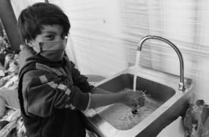 Los más afectados con el encierro son los niños, los que tienen limitaciones cognoscitivas y motoras, jóvenes en crecimiento y los ancianos. Foto: EFE.
