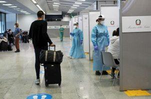 Alemania registró este jueves 6.638 contagios de coronavirus reportados en las últimas 24 horas con lo que alcanzó el nivel más alto desde el comienzo de la pandemia, según cifras del Instituto Robert Koch (RKI) de virología. Hasta ahora, el máximo había sido de 6.294 nuevos contagios, registrados el 28 de marzo.