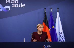 La canciller Angela Merkel, hizo sus declaraciones poco después de la advertencia lanzada desde Londres por el primer ministro británico, Boris Johnson, según el cual su país se encamina a una desconexión del bloque sin pacto. FOTO/EFE