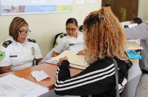 El proceso para obtener la naturalización en Panamá puede durar alrededor de dos años, según las autoridades de migración. Archivo