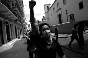 La política no es un monopolio de la vida pública, sino una parte íntima y constante de toda sociedad que procure la observancia de la paz y la negociación entre sus asociados. Foto: EFE.