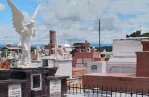 El Ministerio de Salud (Minsa) pide realizar la limpieza periódica en los cementerios.