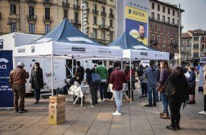 El Gobierno italiano evitó tomar medidas más duras para frenar los contagios, a pesar de que la curva se ha disparado en las últimas semanas y pasó la responsabilidad a los alcaldes.