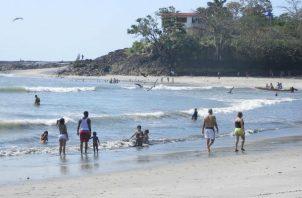 Existe un equipo que está analizando lasdiferentes posibilidades, para la apertura de las playas, dijo la viceministra de Salud.