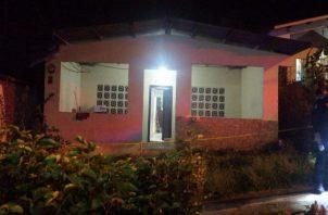 Los sicarios llamaron a Daniel Enrique Barrera y este fue ultimado en el portal de su casa. Foto/Diomedes Sánchez