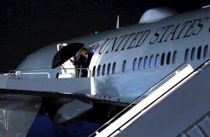 """El candidato presidencial demócrata, Joe Biden, consideró """"alucinante"""" la afirmación de Meadows, al opinar que significa que la Casa Blanca """"se ha rendido"""" a la hora de """"proteger a los estadounidenses"""" de la pandemia."""