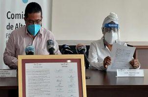 En conferencia de prensa los pacientes expresaron su descontento.