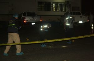 Personal de Criminalística del Ministerio Público ubicaron al menos seis indicios balísticos en el sitio del homicidio.