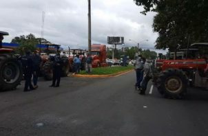 Los manifestantes cerraron las cuatro vías. Foto: José Vásquez.