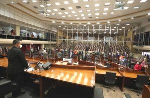 El presidente de la Asamblea Nacional, Marcos Castillero, declara cerrada la primera legislatura del segundo período de sesiones ordinarias 2020-2021.