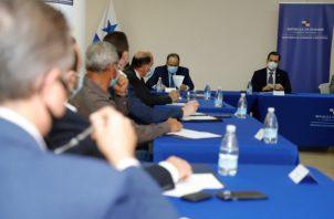 Junto a las autoridades del MICI participan como comisionados miembros de la Asociación Panameña de Ejecutivos de Empresa (APEDE); la Asociación de Usuarios de la Zona Libre de Colón (AUZLC); la Cámara de Comercio, Industrias y Agricultura de Panamá (CCIAP).