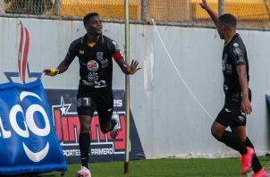 José Fajardo (izq.) anotó el segundo gol del CAI.