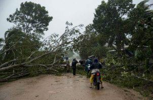 El Ejército de Nicaragua procedió a evacuar a personas residentes en la ciudad de Bilwi o Puerto Cabezas en la costa norte, a causa del paso del huracán Eta. Foto: EFE