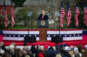 """El presidente Donald Trump se expresó satisfecho con la gran afluencia de seguidores que han asistido a sus actos de campaña en los últimos días electorales y dijo sentirse """"muy bien"""". Foto: EFE"""
