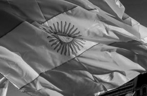 Bandera de la República Argentina. El 6 de noviembre de 1820se izó por primera vez el pabellón argentino en las Malvinas. Foto: EFE.