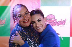 Jacky Guzmán y la señora Mara, en la apertura del negocio de la expresentadora. Foto: Instagram