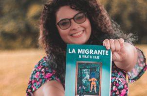 Laisy Montenegro y su obra 'La Migrante: El viaje de Lilac'. CORTESÍA
