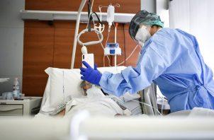 La cifra de pacientes por COVID-19 en cuidados intensivos aumentó de sábado a domingo en 29.