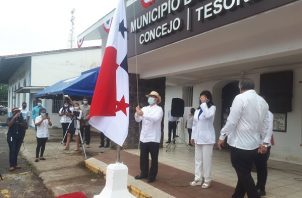 Las autoridades municipales distinguieron en este día a destacados ciudadanos de la ciudad en los actos cívicos, como la doctora Susana de Rodríguez, al profesor Jorge Bermúdez y al jurista Roberto Ruíz entre otros.