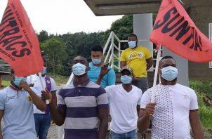 Los jóvenes protestaron portando cada uno su respectiva mascarilla. Foto: Diómedes Sánchez.