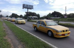 Esta semana, los taxistas han efectuado protestas en varias provincias del país. Foto: Eric A. Montenegro.