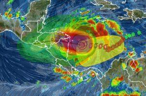 El huracán Iota a intensificado sus vientos sostenidos a 260 km/h.