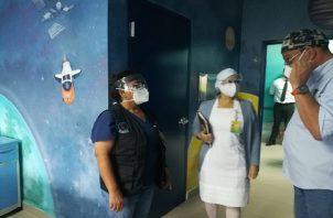 La directora regional del Minsa en Chiriquí, Gladys Novoa recordó que el comportamiento de la población mostrará si es necesario utilizar estas instalaciones para brindar atención a la población de estos sectores contaminadas de coronavirus. Foto: José Vásques