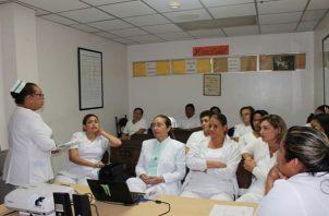 Las enfermeras exigen que se realice sus pagos a tiempo en medio de la pandemia de COVID-19.