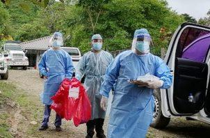 Los equipos realizaron pruebas masivas de hisopado en los comercios e hicieron una búsqueda activa casa por casa en las comunidades.