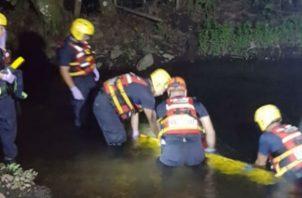 El cuerpo del niño fue ubicado el viernes en la noche, pero fue en la madrugada del sábado que se logró sacarlo del río. Foto: José Vásquez
