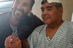 Leopoldo Luque junto a Maradona.