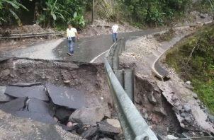 Las fuertes lluvias que cayeron sobre la zona también provocaron este jueves el desbordamiento de los ríos Guisado y Colorado, afectando varios tramos de la carretera hacia Volcán.