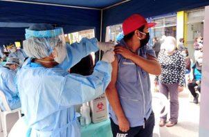 Según los expertos es importante que la población confíe en al vacuna.