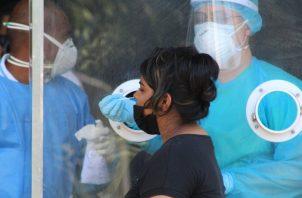 Adicional a los trabajadores de los hospitales, el país necesita aumentar los equipos de trazabilidad.
