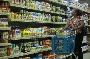 Toda oferta o promoción en productos alimenticios, artículos de limpieza y desinfección deben transferirse a los beneficiarios de los bonos y vales digitales. Foto: Archivo