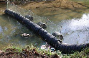 """El """"ReBoB"""", como denominaron a esta barrera flotante, contará con un primer tramo de 12 metros."""