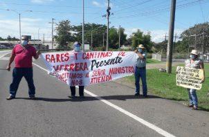 Los manifestantes aseguraron que están al borde de la quiebra y con el riesgo de dejar a más de mil familias sin ingresos. Foto: Thays Domínguez