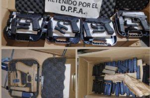 Las armas de fuego estaban ocultas en varias cajas.