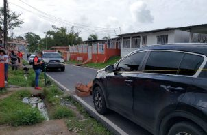 Todo el perímetro de la escena del crimen fue acordonado con cinta amarilla. Foto: Diómedes Sánchez S.