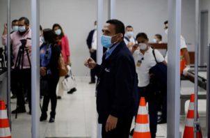 El Salvador registra un total de 43.477 personas contagiadas, de las que 1.250 han fallecido. Foto:EFE
